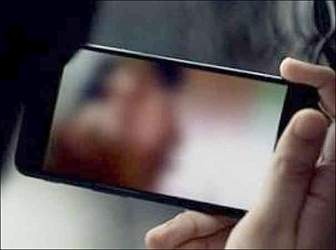 ગાંધીનગરમાં નરાધમ કાકા સસરાએ પરિણીતાનો પતિ સાથે અંગત પળનું શૂટિંગ ઉતારી બ્લેકમેઇલ કરતા ગુનો દાખલ