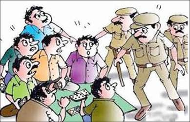 સુરતના ગોપીપુરા સહીત અન્ય એક જગ્યાએ ધમધમતા જુગારધામ પર પોલીસે દરોડા 16 જુગારીઓને 2.2 લાખની રોકડ સાથે ઝડપ્યા