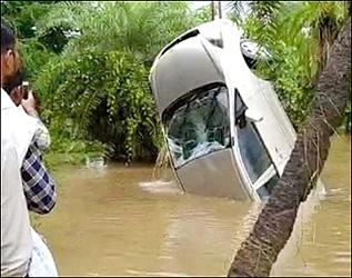 ઉમરગામમાં 7 ઈંચ વરસાદથી  બિલ્ડરની કાર પાણીમાં તણાઈ:  24 કલાક પછી મૃતદેહ મળ્યો