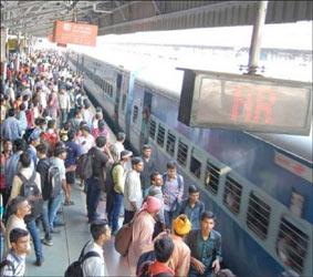 અમદાવાદમાં રેલવે સ્ટેશને ટ્રેનના મુસાફરોના કોરોના ટેસ્ટિંગમાં વધુ 18 પોઝિટિવ કેસ મળ્યા