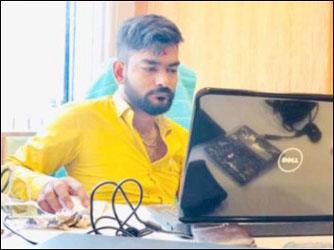 ગુજરાતી ફિલ્મ પ્રોડ્યુસરે પગાર આપવાના બહાને હોટલમાં બોલાવી આસિસ્ટન્ટ પર બળાત્કાર કર્યો
