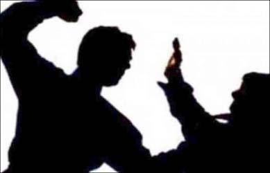 અમદાવાદ :ખાખી વર્ધીમાં નશાની હાલતમાં જાહેરમાં ધમાલ મચાવી લોકોને લાકડીથી માર મારતા કોન્ટેબલ  વિરુદ્ધ ગુનો દાખલ
