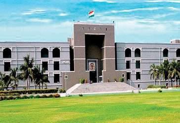 આરોપી અને પીડિતા વચ્ચે સમાધાન: ગુજરાત હાઇકોર્ટે  આરોપી સરકારી કર્મચારી સામે દુષ્કર્મની ફરિયાદ રદ કરી
