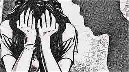 વડોદરા નજીક ગામે ચાર સંતાનની માતા પર નરાધમે દુષ્કર્મ આચરતા પોલીસ ફરિયાદ
