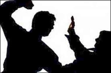 વડોદરામાં આજવારોડ નજીક વ્યાજે લીધેલા પૈસા પરત આપી દેવા છતાં વ્યાજખોરોનો શ્રમજીવી પર લાકડીથી હુમલો