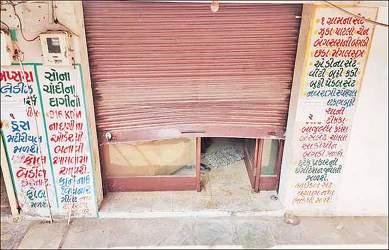 આનંદ નજીક વિદ્યાનગરમાં જવેલર્સની દુકાનને નિશાન બનાવી તસ્કરોએ રાત્રીના સમયે 2.50 લાખના દાગીનાની ઉઠાંતરી કરી