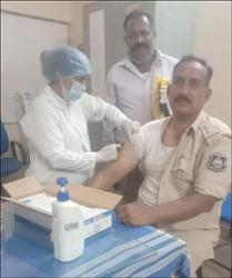 રાજપીપળામાં પીએસઆઇ પાઠકે કોરોના વેકશીનનો પ્રથમ ડોઝ લઈ વેકશીન લેવા અન્યોને મેસેજ આપ્યો