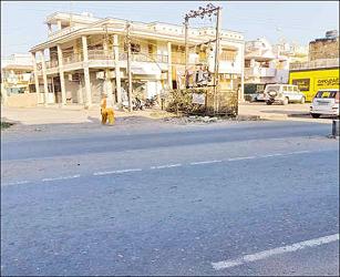 વીરપુરમાં હાઇવે ચોકડી પર બમ્પ બનાવવા માટે સ્થાનિક લોકોની માંગણી:અકસ્માતના બનાવમાં ભરખમ વધારો થતા કરવામાં આવી અપીલ