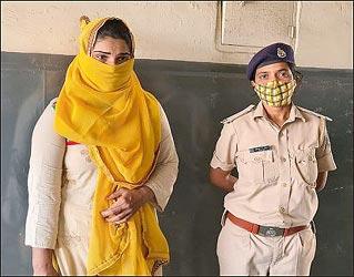 વેજલપુરમાં હનીટ્રેપ :યુવતીએ પતિ સાથે મળી આઠ વર્ષ જુના મિત્રને ફસાવી પડાવ્યા રૂપિયા