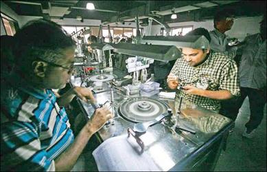 સુરત: મુંબઈના ઉધોગકારોએ કોરોના મહામારીના કારણોસર ઓર્ડર પૂર્ણ કરાવવા સુરતથી કામ કરવાનું આયોજન કર્યું