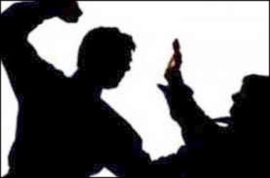 વડોદરાના વાઘોડિયા રોડ નજીક પાર્કિંગ કરવા બાબતે થયેલ તકરારમાં એક વેપારીના માથામાં કુહાડીનો હુમલો થતા પોલીસ ફરિયાદ