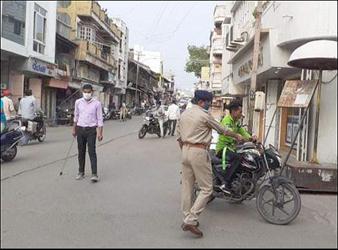 ખોજલવાસા ચાર રસ્તા ઉપર મોટર સાઈકલ ઉપર ચાર સવારી જનાર 4 શખ્સો વિરુદ્ધ પોલીસે ગુનો નોંધ્યો