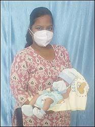 કોરોના પોઝીટીવ મહિલાની સફળ પ્રસુતિ કરાવતા વલસાડની સિવિલ હોસ્પિટલના ડોકટર્સ