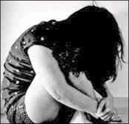 સુરતના મોટા વરાછામાં પરપ્રાંતીય પરિવારની વિધવા મહિલાની એકલતાનો લાભ લઇ અશ્લીલ હરકત કરનાર નરાધમ વિરુદ્ધ ગુનો દાખલ