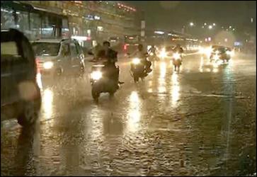 સાંજથી વાવાઝોડાની અસર : સૌરાષ્ટ્ર, દક્ષિણ ગુજરાત સહીત અમદાવાદમાં ભારે પવન સાથે વરસાદી ઝાપટું