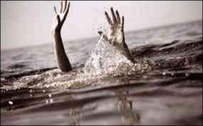 વડોદરા:લક્ષ્મીપુરા વિસ્તારમાં રહેતા બે મિત્રો નર્મદા કેનલમાં નાહવા અંદર જતા પાણીના વહેણમાં તણાયા:એકનું મોત:અન્યનો બચાવ